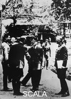******** At Hitler's headquarter 'Wolfsschanze' near Rastenburg (Eastern Prussia) 1944/07/15.From the left: Claus Graf von Stauffenberg, von Puttkamer, Bodenschatz, Hitler, Keitel (with map)