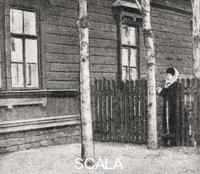 ******** Sofja Andrejewna Tolstoy outside the house