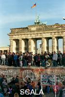 ******** Youth on the Berlin Wall before the Brandenburger Gate, 10 November 1989
