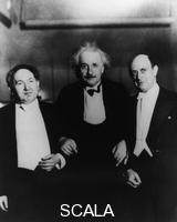 ******** Einstein (middle) with Leopold Godowski (left) and Arnold Schoenberg at the Carnegie Hall, New York, 1934