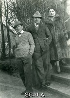 ******** Photograph of Gabo, Antoine and Virginia Pevsner in Berlin. 1920s