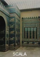 Assyro-Babylonian art Partial view of the Ishtar Gate (left, from Babylon, 6th cent. BCE) and exterior of the throne-room wall of Nebuchadnezzar II (604-562 BCE).